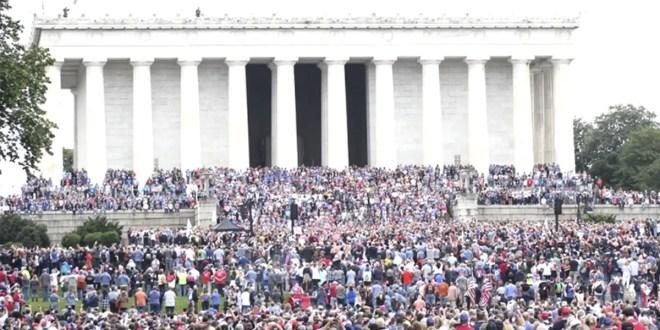 Estadounidenses interceden en oración en Washington el día del arrepentimiento