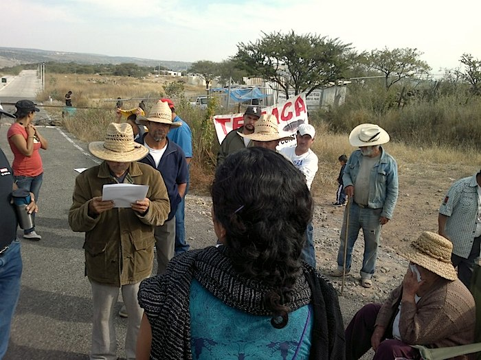 Manifestación del 27 de noviembre de 2012 por habitantes de Temacapulín. Imagen tomada del sitiod e Facebook de Guadalupe Espinoza