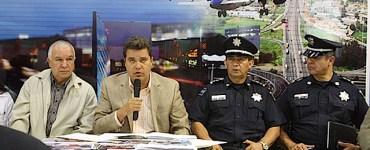 Bernardo Gutiérrez Navarro, al centro con el micrófono, titular del Centro SCT Jalisco. Foto: SCT