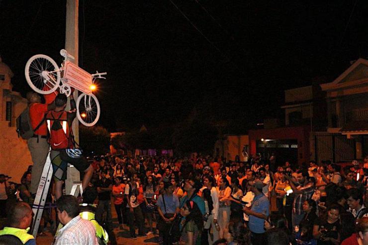 Colocación de una Bicicleta Blanca en Ciudad Guzmán por la muerte de David Fernando González Reséndiz, estudiante del CUSur. Foto: Mario Galindo