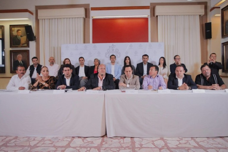 Diputados federales de Movimiento Ciudadano, encabezados por Clemente Castañeda, en rueda de prensa con Alcaldes del Área Metropolitana de Guadalajara. encabezados por Enrique Alfaro. Foto: Cortesía