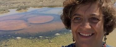 Valeria Souza en Cuatrociénegas. Foto del Instituto de Ecología de la UNAM