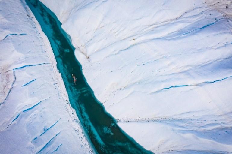 Lewis Pugh nadó en un río formado por los deshielos están ocurriendo en el Polo Sur para los que los gobiernos del mundo tomen decisiones para frenar el cambio
