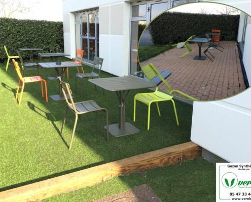 un hotel a opté pour la solution terrasse en gazon synthétique sur Merignac