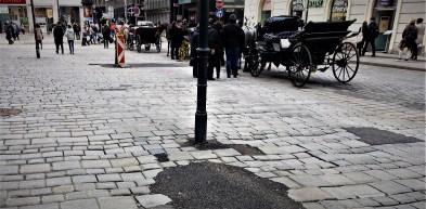 Pflaster Wien 2017 Stephansdom 2 - Wr. Würfel wird vollständig entfernt