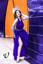 Porträt von Burlesque-Showgirl Hazel Honeysuckle