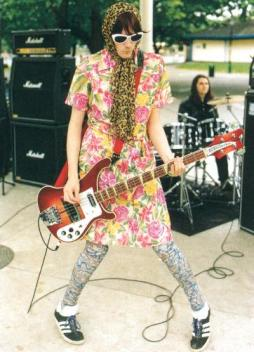 http://oneweekoneband.tumblr.com/post/66185992048/this-mess-of-a-man-the-manics-and-masculinity