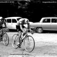 """Gli appassionati di """"bicicletta"""" degli anni settanta ricordano Felice Gimondi sul Circuito degli assi di Rocca di Roffeno"""