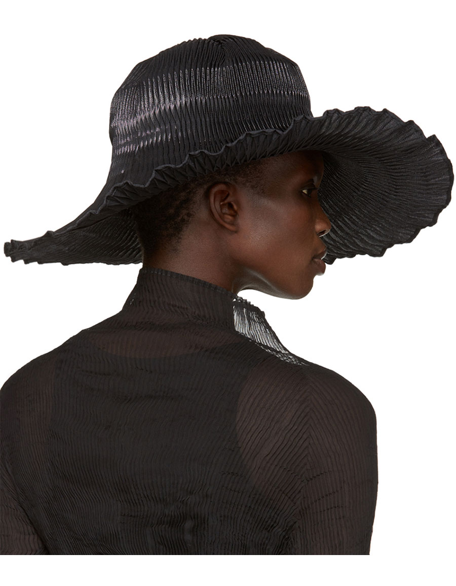 ISSEY MIYAKE Black Pleated Hat
