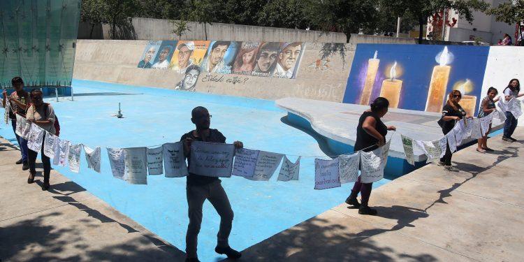 Monterrey Nuevo León- 20127-  protesta desapareciodos plaza del mismo nombre foto: Raúl Palacios/ milenio