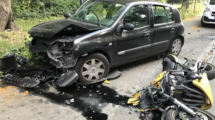 Accident de circulation, une voiture percute brutalement un motard