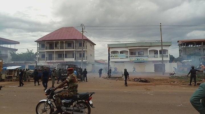 Dans une rue d'un quartier de Conakry