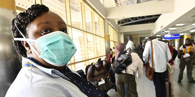 Une femme africaine porte un masque de protection de contre le coronavirus (image d'illustration)