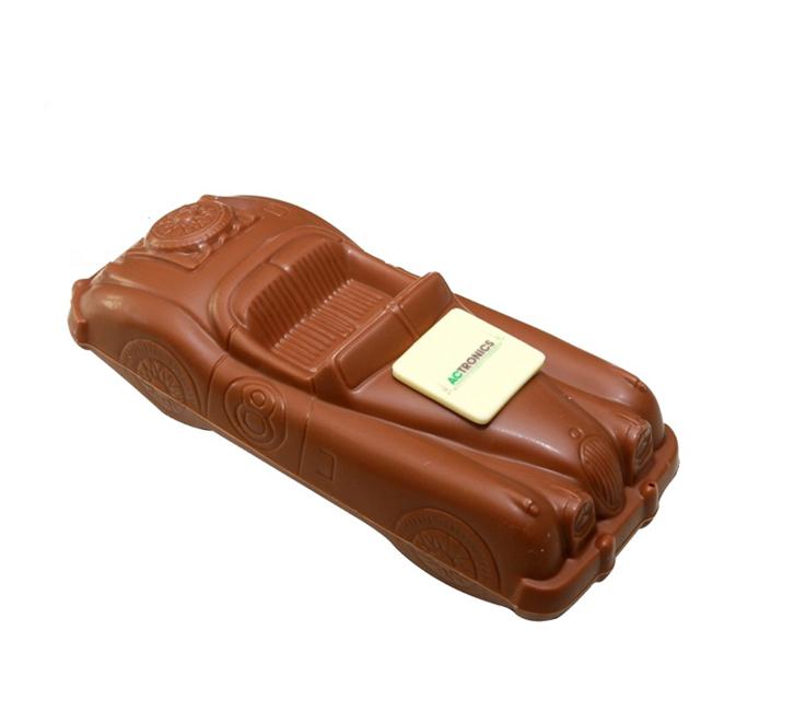 Chocolade sportwagen met logo