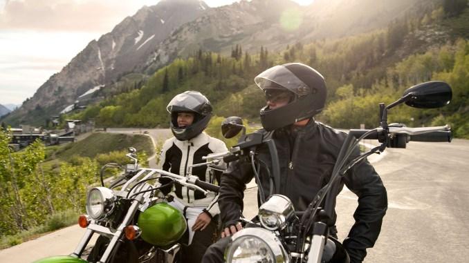 Die Freiheit im Sattel genießen - aber sicher: Frische Motorradreifen wollen erst eingefahren werden, bevor sie den vollen Grip bieten. - Foto: djd/MotorradreifenDirekt/thx
