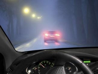 Viele Autofahrer kennen den richtigen Umgang mit Nebelscheinwerfer und -leuchten nicht. - Foto: dmd/thx
