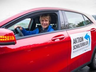 Rennfahrerin Jutta Kleinschmidt engagiert sich seit mehr als 20 Jahren für mehr Sicherheit im Straßenverkehr. - Foto: djd/DVR