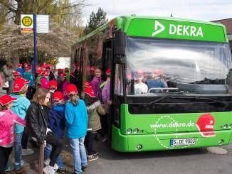 Sicher mit dem Bus zur Schule. - Foto: DEKRA