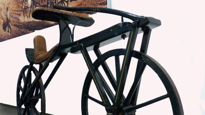 Ein Laufrad aus der Anfangszeit der Zweiradmobilität. - Foto: Verkehrsmuseum Dresden