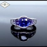 Graduated sapphire platinum engagement ring