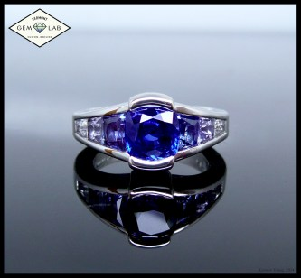 Graduated sapphire platinum engagement ring