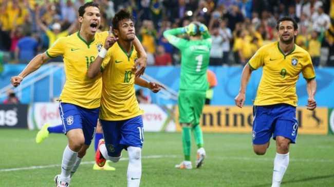 Neymar scores