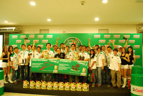 Mark Ng (center), Marketing Director of Castrol Malaysia, Singapore and Philippines cheering on with the lucky winners