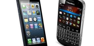 iPhone-5-vs-BlackBerry-9930