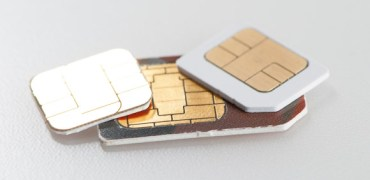 nano-sim-card-vs-micro-and-normal-sim-card. Image credit: Techdigest.tv