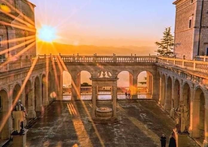Chiostro dell'abbazia di Montecassino