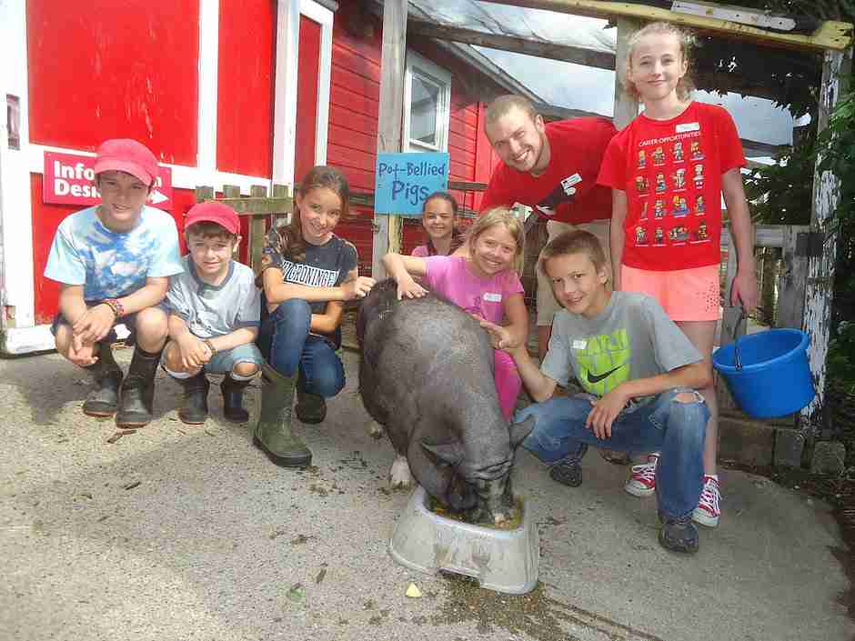 Kids having birthday fun at Critter Barn - kid's party in Holland Michigan