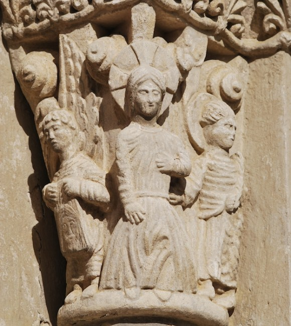 Targon_Eglise_St_Romain_Portail_4