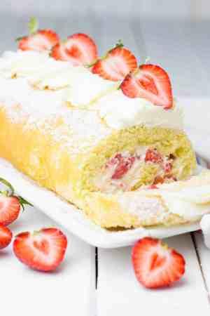 Summer Strawberry Cake Roll