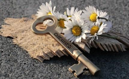 key-3087898_1920.jpg