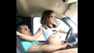 enseño ami sobrina a conducir y me la cojo por gasolinera sexo gostoso