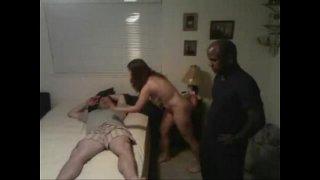 negro le destroza el culo a esposa de cornudo y le chupan la verga juntos xvdeo