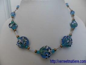 """Collier  bleu  """"Bouquet de fleurs"""""""