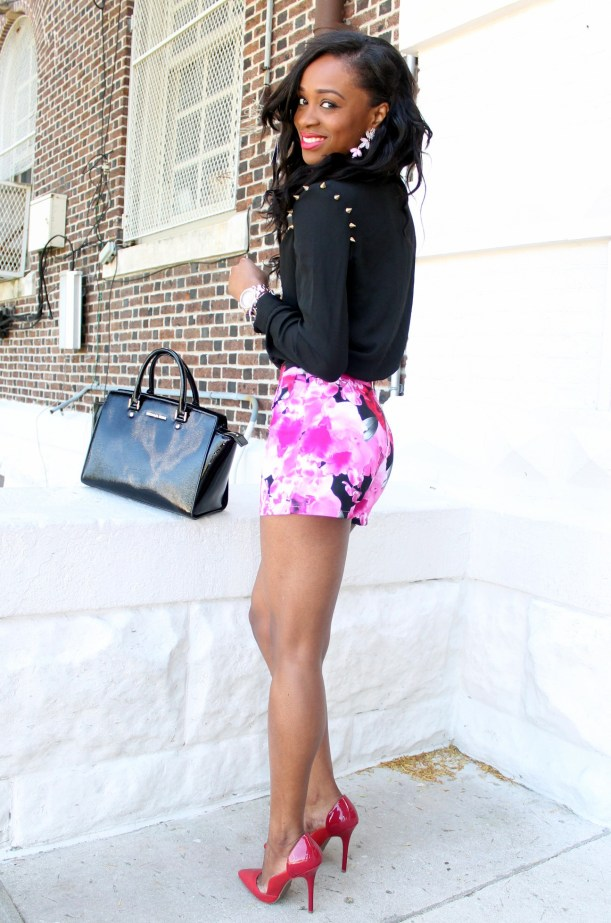 High waisted floral shorts + red pumps (1)