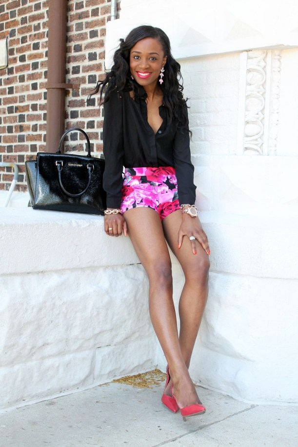 High waisted floral shorts + red pumps (6)