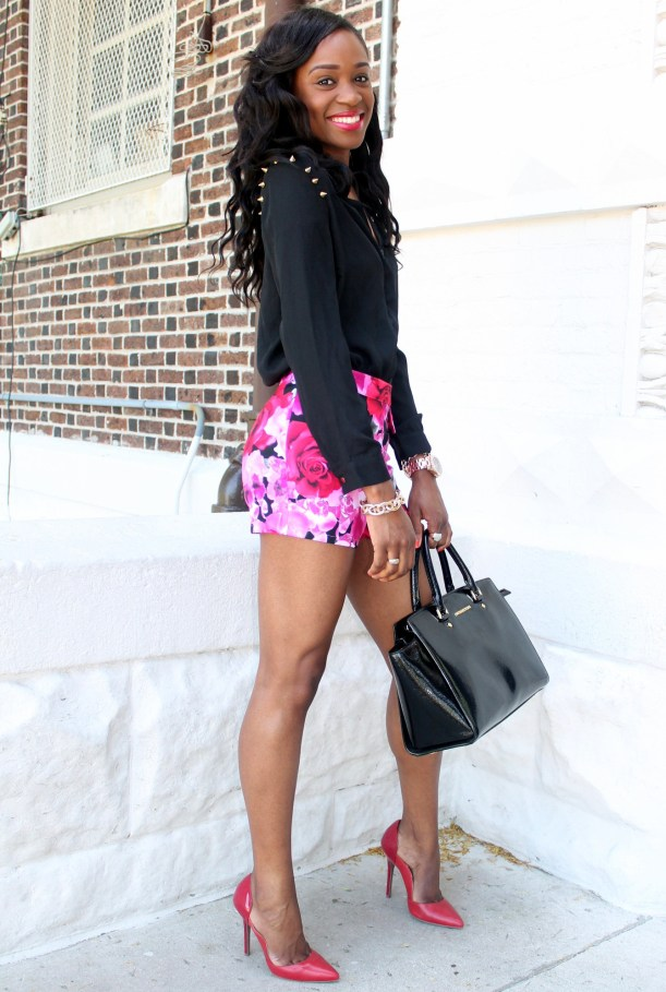High waisted floral shorts + red pumps (8)