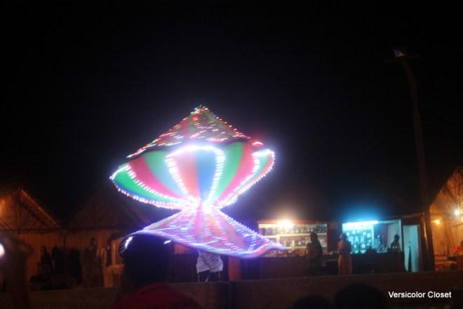 Performer in Dubai desert (1)