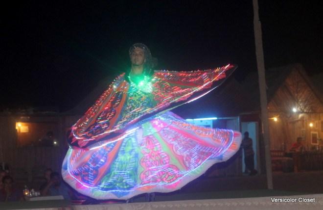 Performer in Dubai desert (2)