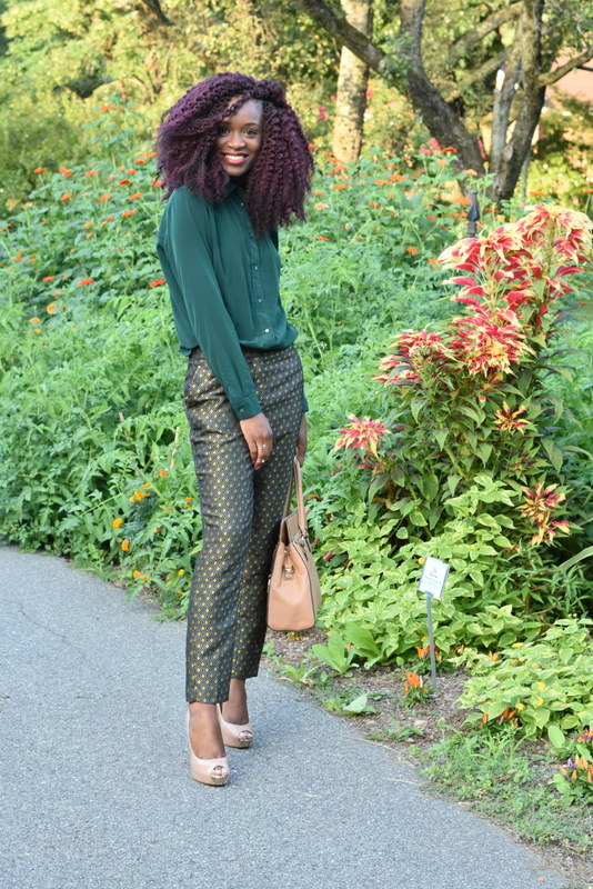 Fall workwear - Printed trousers + dark green button down (4)