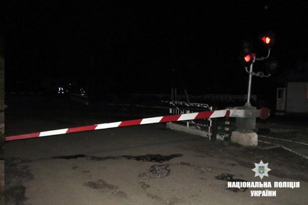 """В Рогатинському районі потяг розчавив """"Фольксвагена"""", водій автомобіля загинув (фото)"""