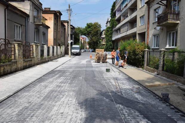 У Франківську завершують ремонт вулиці Павлика (фотофакт)