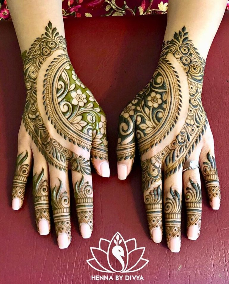 A jaw-droppingly beautiful backhand mehndi design