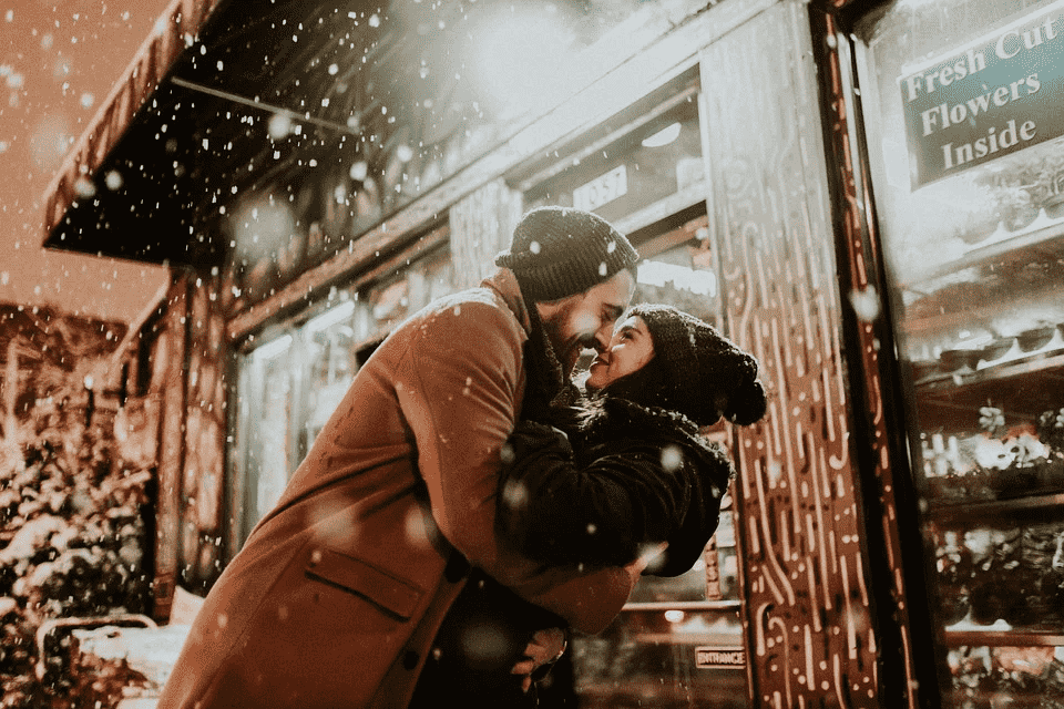 Kiss Day Wishes, quotes, Images and Whatsapp Status Video