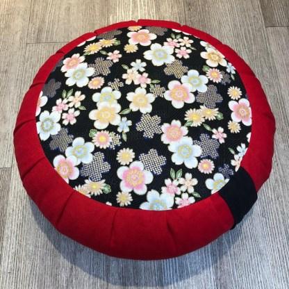Zafu traditionnel en épeautre Fleurs japonaises rouge