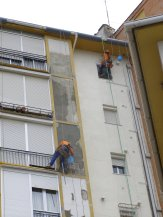 Reparación y enfoscado de fachada para su posterior aplicación de revestimiento.