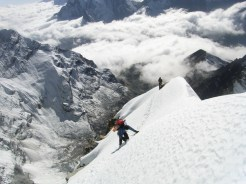 Climbing on the SW ridge of Cholaste
